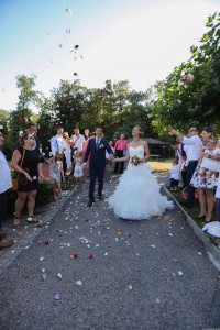 mariés haie d'honneur